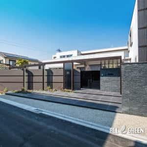 DSCF0075a-1-300x300 天然石とクラッシュガラスと屋根付きゲートで魅せる清須市のハイクローズ新築外構
