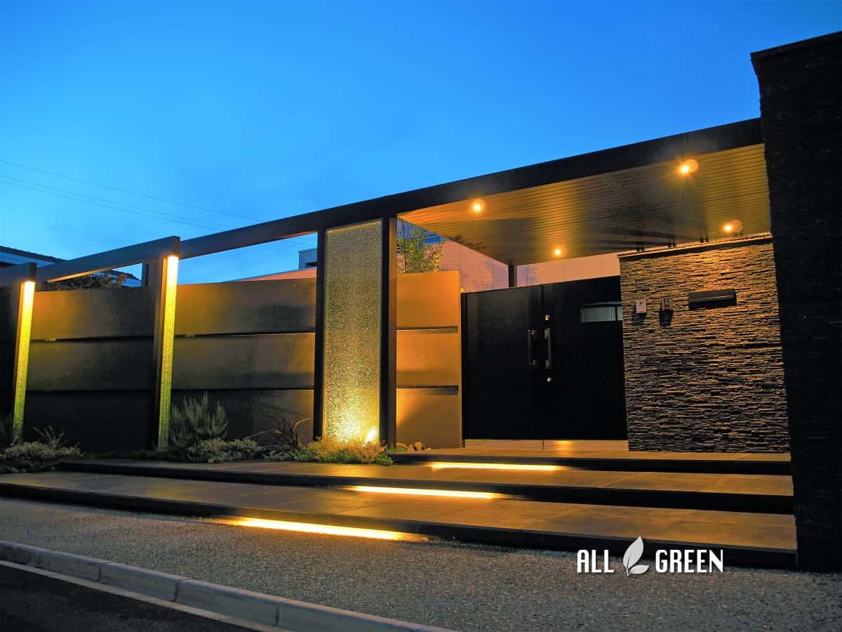 P8180872a 天然石とクラッシュガラスと屋根付きゲートで魅せる清須市のハイクローズ新築外構