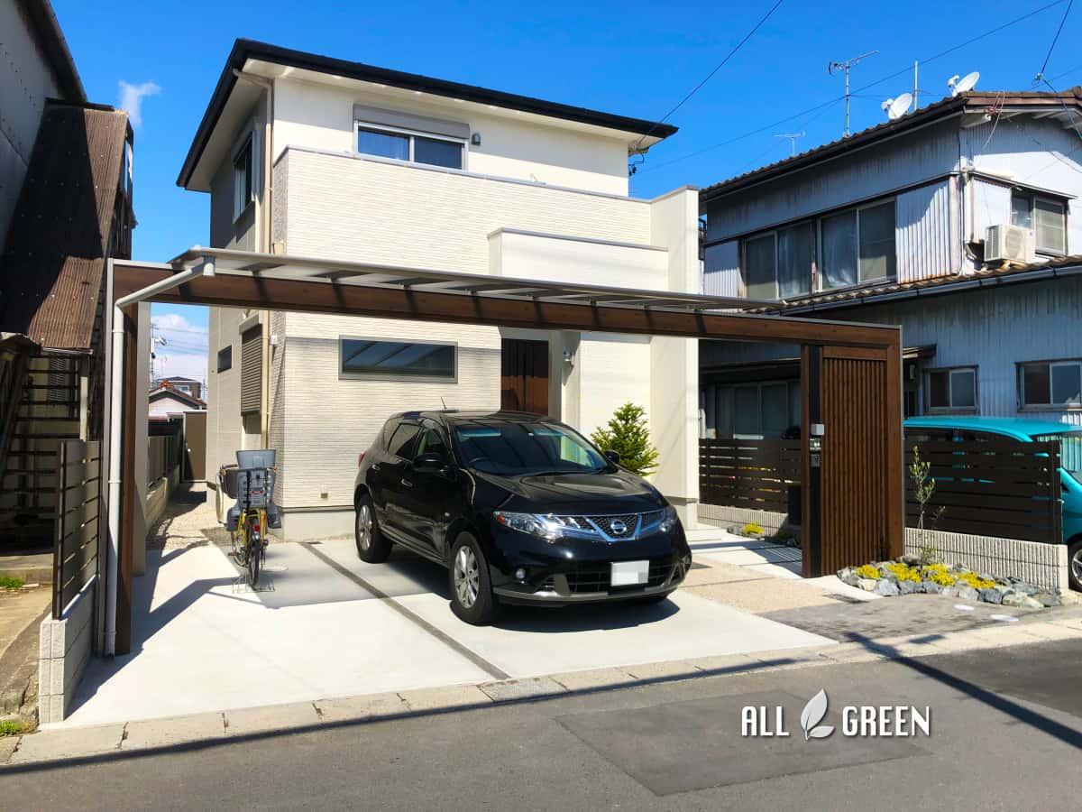 inazawashi_s_03390_1 三協アルミのスカイリード、木調フレームと縦格子でデザインされたスタイリッシュな稲沢市の新築外構ファサード