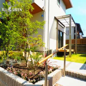 mizuhoku_h_02514_3-300x300 名古屋市瑞穂区のアルミ色と暖かみある木調色を組み合わせた優しい印象のシンプルモダン新築外構工事