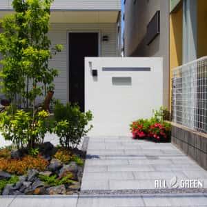 mizuhoku_m_02941_2-300x300 名古屋市瑞穂区のアプローチ動線を変更する外構リフォームはシンボルツリーの配置がポイント