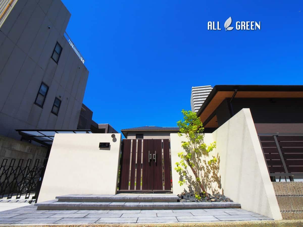 higashiku_m_03066_2 名古屋市東区に佇む木調アルミフェンスと植栽でまとめた新築外構
