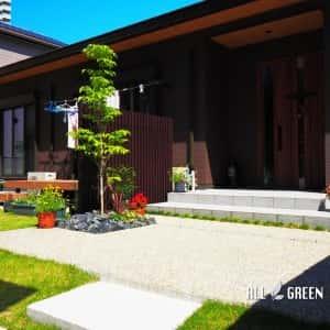 higashiku_m_03066_3-300x300 名古屋市東区に佇む木調アルミフェンスと植栽でまとめた新築外構