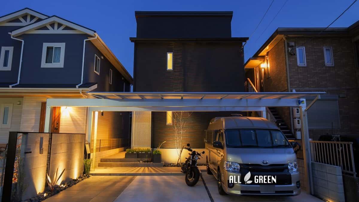 moriyamaku-h-3651-n4-1 オリジナルエクステリア_名古屋市守山区のモノトーンモダンな新築外構の夜景