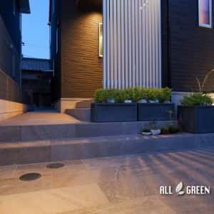 moriyamaku-h-3651-n5-300x300 オリジナルエクステリア_名古屋市守山区のモノトーンモダンな新築外構の夜景