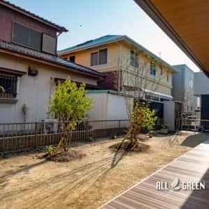 moriyamaku-i-3728a-2-300x300 広い建物間口に設置された人工木ウッドデッキと植栽_名古屋市守山区