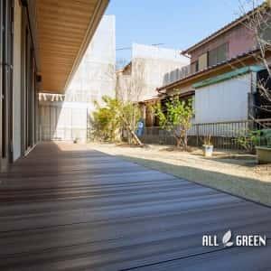 moriyamaku-i-3728a-3-300x300 広い建物間口に設置された人工木ウッドデッキと植栽_名古屋市守山区