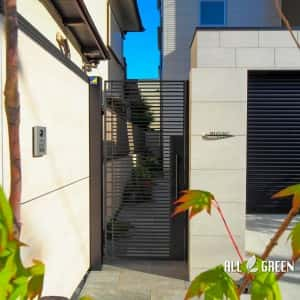 syouwaku_m_02944_3-300x300 2台用シャッターゲートとタイル貼り門塀に山取り樹木のハイクローズ外構_名古屋市昭和区