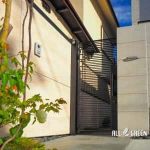syouwaku_m_02944_5-300x300 2台用シャッターゲートとタイル貼り門塀に山取り樹木のハイクローズ外構_名古屋市昭和区
