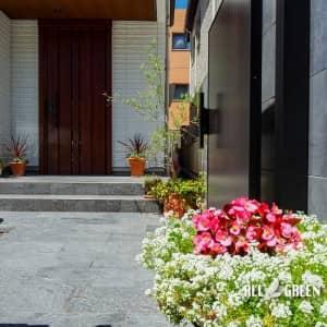 chikusa_o_03613_1-300x300 艶のあるタイルとシャッターゲートが特徴の名古屋市千種区にあるクローズ外構
