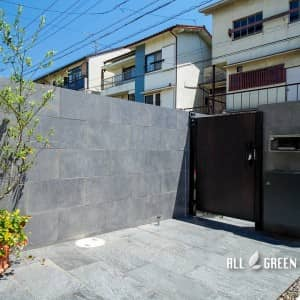 chikusa_o_03613_2-300x300 艶のあるタイルとシャッターゲートが特徴の名古屋市千種区にあるクローズ外構