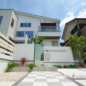 kariya_n_03529_3-300x300 門塀のガラスと基調としている白色で造り出す刈谷市にある爽やかな新築外構