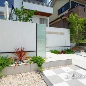 kariya_n_03529_4-300x300 門塀のガラスと基調としている白色で造り出す刈谷市にある爽やかな新築外構
