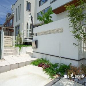kariya_n_03529_5-300x300 門塀のガラスと基調としている白色で造り出す刈谷市にある爽やかな新築外構