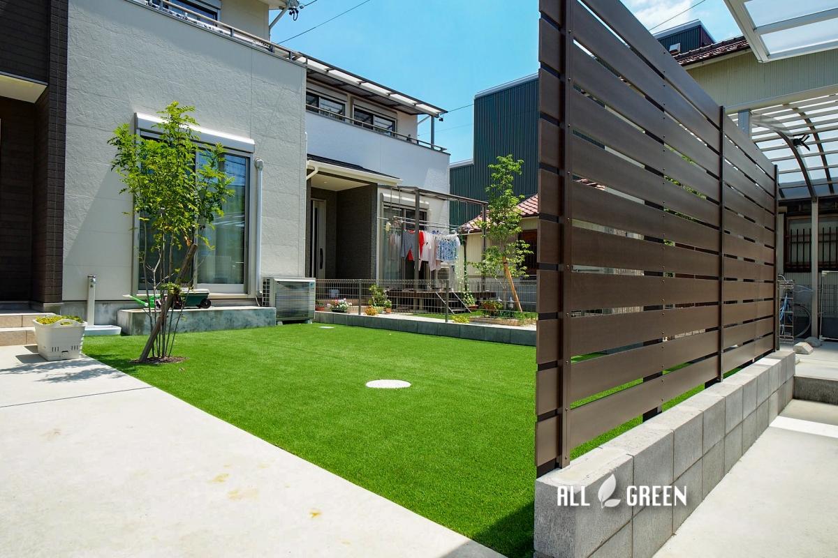 kiyosu_s_04002_3 目隠しフェンスの向こうに広がる人工芝。家族の笑顔が溢れる清須市のリフォーム外構