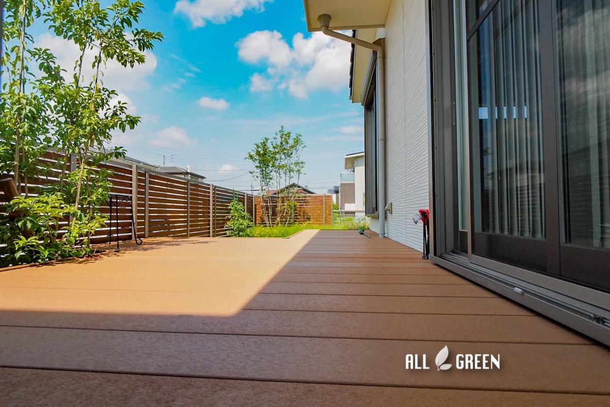 tokai_s_04177_1 木調で揃えたウッドデッキとフェンス、東海市にあるお庭は木漏れ日溢れる優しい外構へとリフォーム。